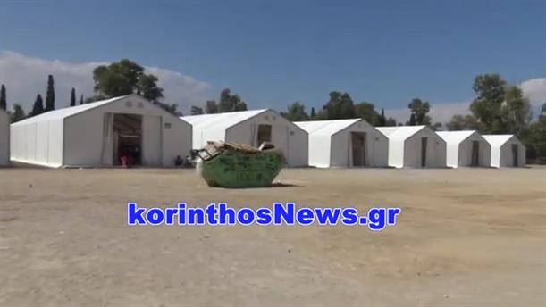 Αντιπροσωπεία του ΣΥΡΙΖΑ στο στρατόπεδο Κορίνθου, όπου μεταφέρθηκαν πρόσφυγες από τις καταλήψεις
