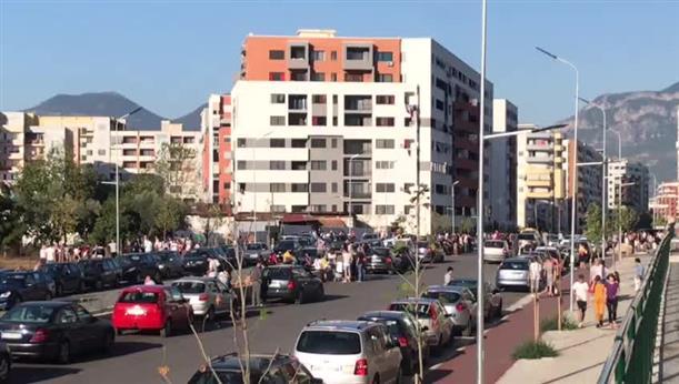 Αλβανία: Κόσμος στους δρόμους μετά τον ισχυρό σεισμό
