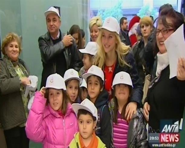 Ο Μάικ ο Φασολάκης με Αγάπη κοντά στα παιδιά