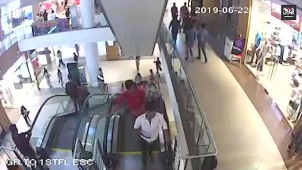 12χρονο παιδί μαγκώθηκε στην κυλιόμενη σκάλα και έπεσε στο κενό