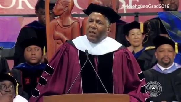 Αφροαμερικανός δισεκατομμυριούχος ανέλαβε τα φοιτητικά δάνεια  400 απόφοιτων