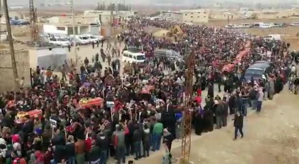 Χιλιάδες Κούρδοι συνόδευσαν τα παιδάκια στην τελευταία τους κατοικία