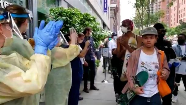 Νοσοκόμοι και γιατροί χειροκροτούν τους διαδηλωτές για την δολοφονία του Φλόιντ