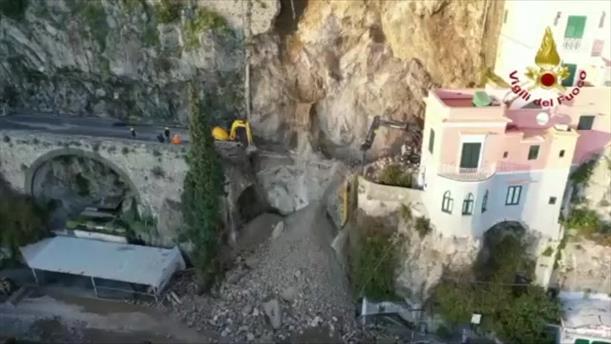 Κατολίσθηση σε ειδυλλιακή ακτή στην Ιταλία