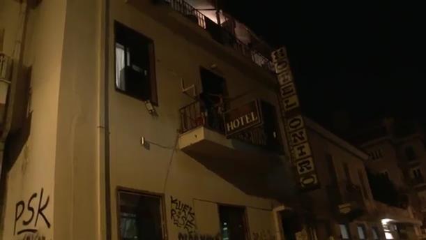 Αστυνομικές επιχειρήσεις για την εκκένωση δύο κτιρίων