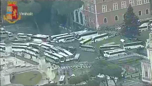 Διαμαρτυρία οδηγών τουριστικών λεωφορείων στο κέντρο της Ρώμης