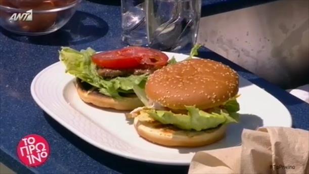 Ζουμερό μπέργκερ με μοσχαρίσιο μπιφτέκι, αυγό και μοτσαρέλα