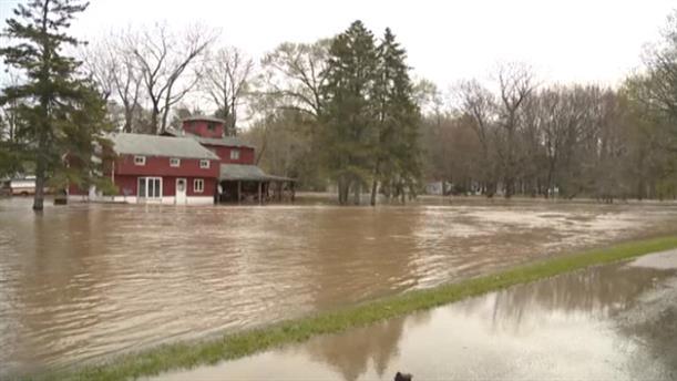 Εκκένωση του Μίσιγκαν λόγω των πλημμύρων
