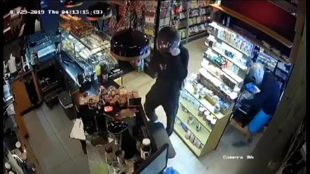Βίντεο-ντοκουμέντο απο ληστεία σε περίπτερο