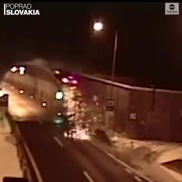Τρομακτικό τροχαίο: Αυτοκίνητο εκτοξεύθηκε σε ύψος 7 μέτρων