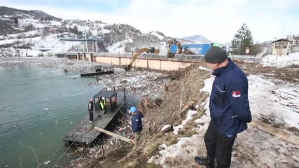 Λίμνη απο σκουπίδια στη Σερβία