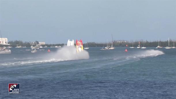 Σκάφη αναποδογύρισαν και συγκρούστηκαν