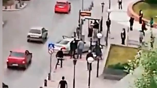 Αυτοκίνητο «καρφώθηκε» σε στάση λεωφορείου στο Κορδελιό
