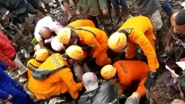 Νεκροί μετά τις κατολισθήσεις στην Ινδονησία