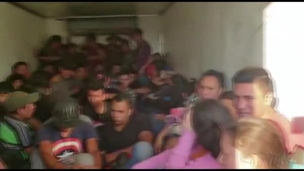 Δεκάδες μετανάστες βρέθηκαν σε φορτηγό