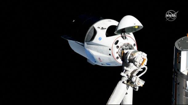 Έφθασε στον Διεθνή Διαστημικό Σταθμό η κάψουλα Dragon της SpaceX
