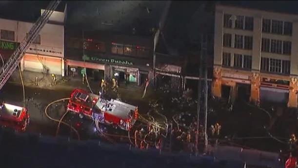 Τραυματίες πυροσβέστες από έκρηξη σε εμπορικό κέντρο στο Λος Άντζελες