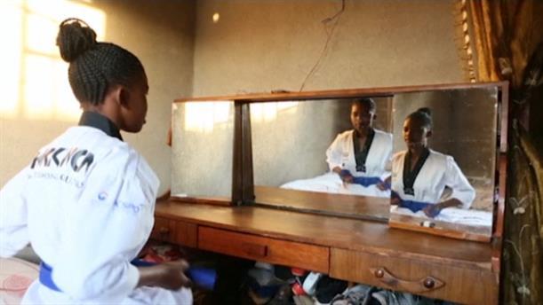 Ζιμπάμπουε: Έφηβη διδάσκει taekwondo για να καταπολεμήσει τον παιδικό γάμο