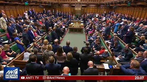 Ραγδαίες πολιτικές εξελίξεις στην Βρετανία