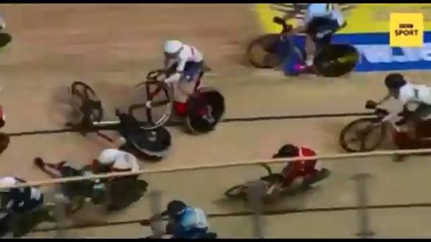Τρομακτικό ατύχημα σε αγώνα ποδηλασίας