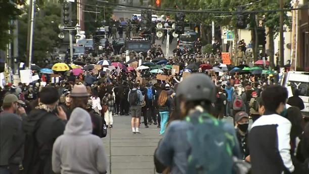 Πανικός στο Σιάτλ από οδηγό που έπεσε πάνω σε διαδηλωτές
