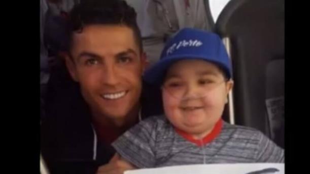 Ο Ρονάλντο σταμάτησε το λεωφορείογια χάρη ενός μικρού ασθενούς οπαδού του