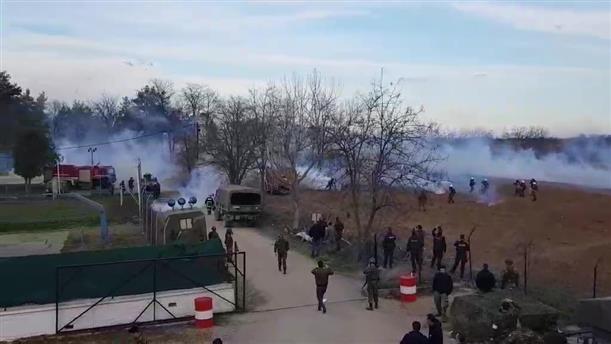Καστανιές Έβρου: Τούρκοι ρίχνουν καπνογόνα και χημικά