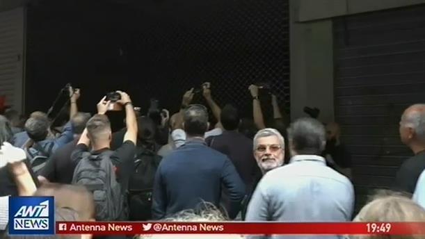 Ως το γραφείο του Τσακαλώτου έφθασαν διαδηλωτές της ΑΔΕΔΥ