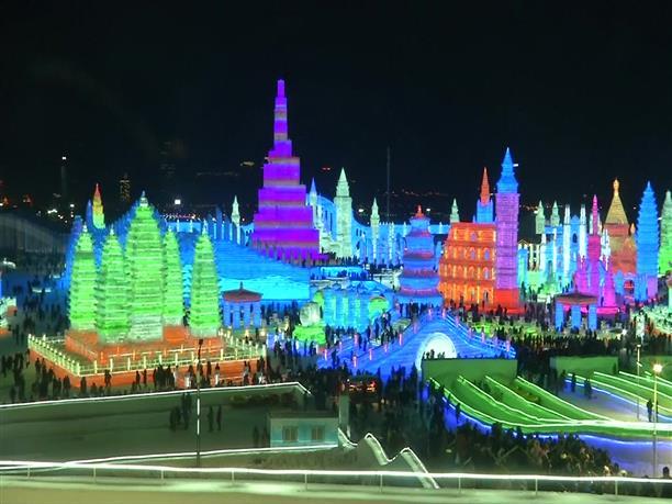 Εντυπωσιακά αριστουργήματα στο Φεστιβάλ Πάγου, στην Κίνα