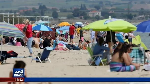 Το... αδιαχώρητο σε παραλίες στην Αττική