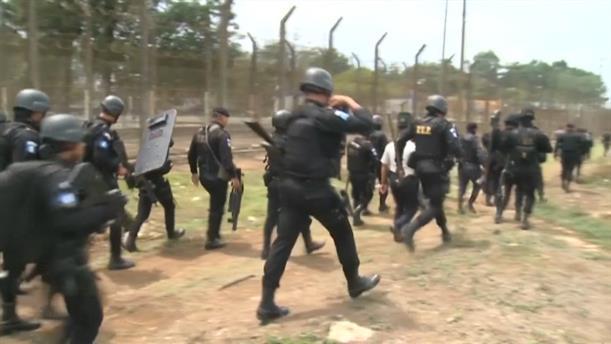 Νεκροί και τραυματίες από πυροβολισμούς σε φυλακή της Γουατεμάλα