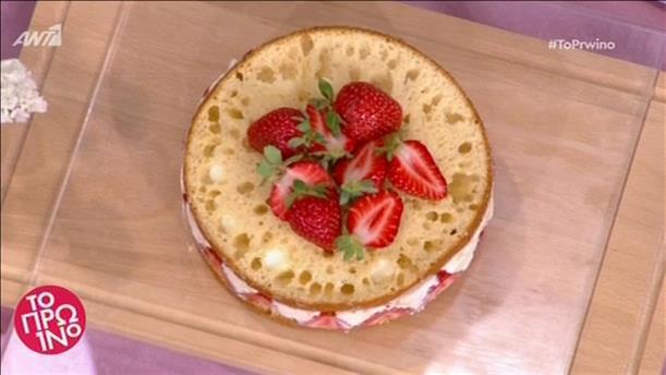 Τούρτα λευκής σοκολάτας με φράουλες από τον Δημήτρη Μακρυνιώτη