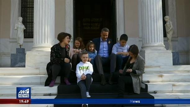 Με παιδιά που νίκησαν τον καρκίνο συναντήθηκε ο Πρωθυπουργός