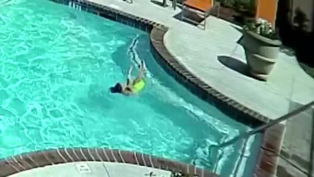 10χρονη έσωσε την αδερφή της από πνιγμό σε πισίνα