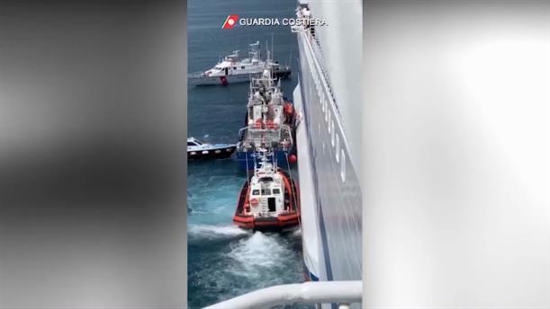 Καραντίνα σε πλοίο με μετανάστες ανοικτά της Σικελίας
