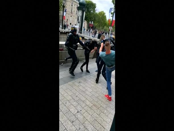 """Επεισόδια στο Παρίσι κατά τη διαμαρτυρία των """"κίτρινων γιλέκων"""""""
