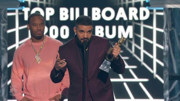 Ο Drake παρέλαβε τα περισσότερα βραβεία Billboard που έχουν δωθεί ποτέ