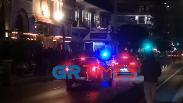 Θεσσαλονίκη: Έφοδος της αστυνομίας σε καφέ-μπαρ για συνωστισμό