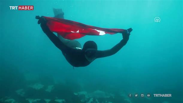 Τουρκάλα αθλήτρια έκανε ελεύθερη κατάδυση στην Ανταρκτική