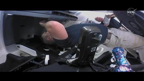 Το πλήρωμα του SpaceX μπαίνει στο Διαστημικό Σταθμό