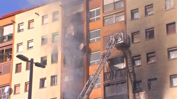 Νεκροί και τραυματίες από φωτιά σε δεκαόροφο κτήριο,  στην Μπανταλόνα