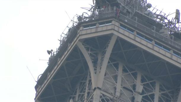 Διάσωση άνδρα από τον Πύργο του Άιφελ