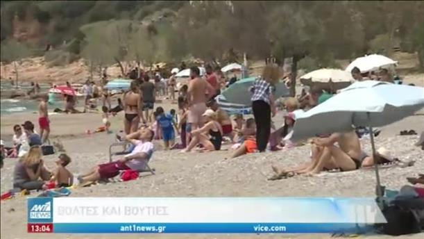 Καιρός: οι Αθηναίοι ξεχύθηκαν στις παραλίες