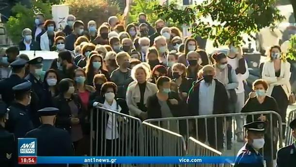 Θεσσαλονίκη: Ουρές σχημάτισαν οι πιστοί έξω από την εκκλησία του Αγίου Δημητρίου