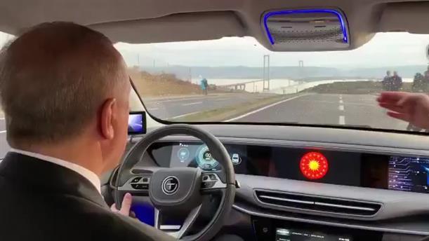 Ο Ερντογάν έκανε test drive στο πρώτο τουρκικό ηλεκτρικό αυτοκίνητο