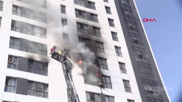 Φωτιά σε πολυώροφο κτήριο στην Κωνσταντινούπολη
