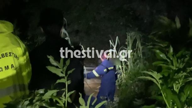Διάσωση νεαρού που παρασύρθηκε από χείμαρρο στη Θεσσαλονίκη