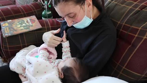 Ξύπνησε από κώμα και γνώρισε το μωρό της