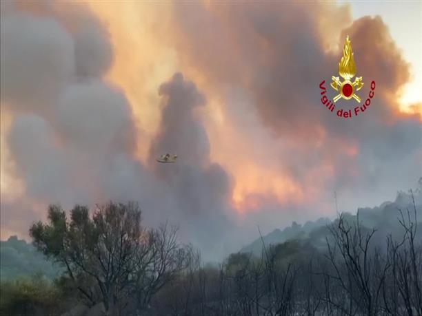 Mεγάλη φωτιά στην Σαρδηνία