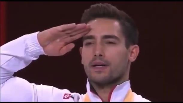 Σάλος με τον στρατιωτικό χαιρετισμό του Τούρκου Τσολάκ που νίκησε τον Πετρούνια